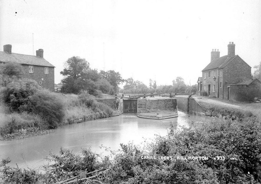 Lockside cottages and lock on the Oxford canal, Hillmorton.  1930s |  IMAGE LOCATION: (Warwickshire County Record Office)