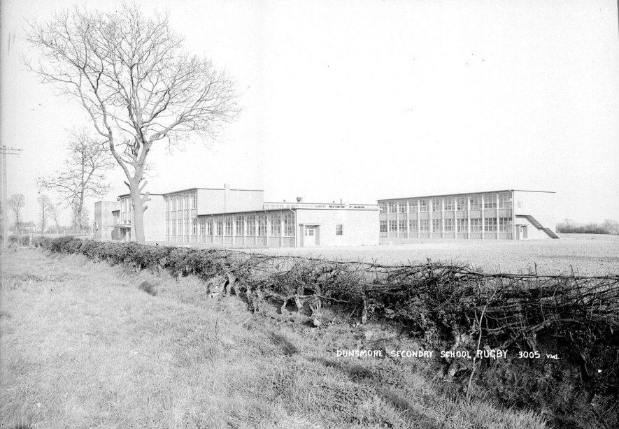 Dunsmore Secondary School, Hillmorton.  1960s    IMAGE LOCATION: (Warwickshire County Record Office) SCAN DATE: (1/300)