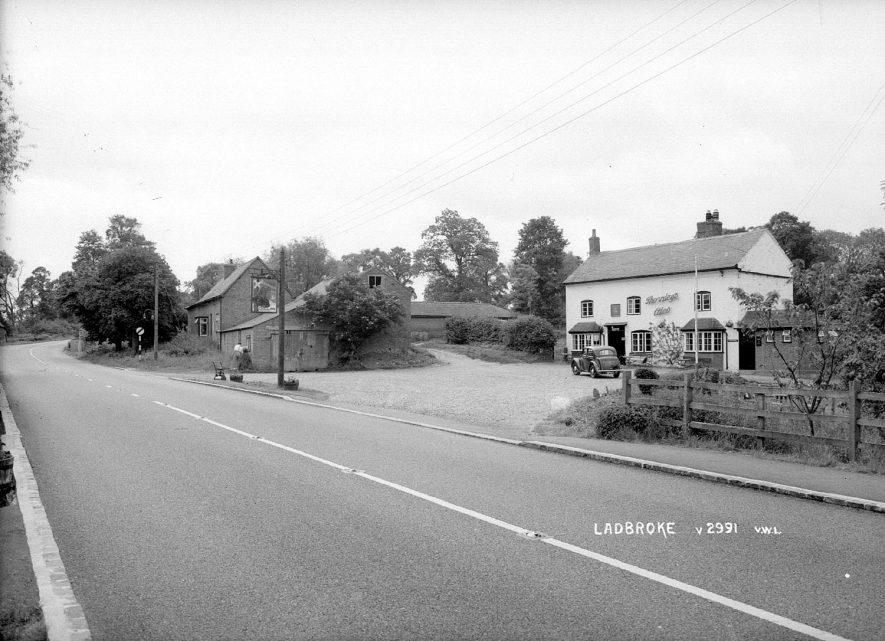 The Bell Inn, Ladbroke.  1930s |  IMAGE LOCATION: (Warwickshire County Record Office)