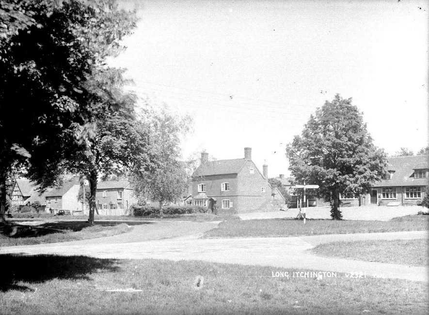 View across the Green, Long Itchington.  1930s    IMAGE LOCATION: (Warwickshire County Record Office)