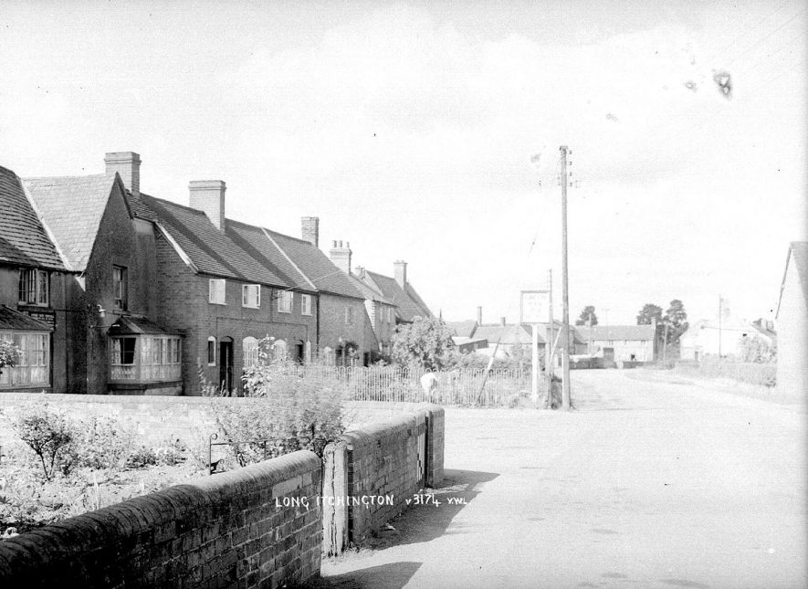 Cottages and The Green Man public house, Long Itchington.  1960s |  IMAGE LOCATION: (Warwickshire County Record Office)