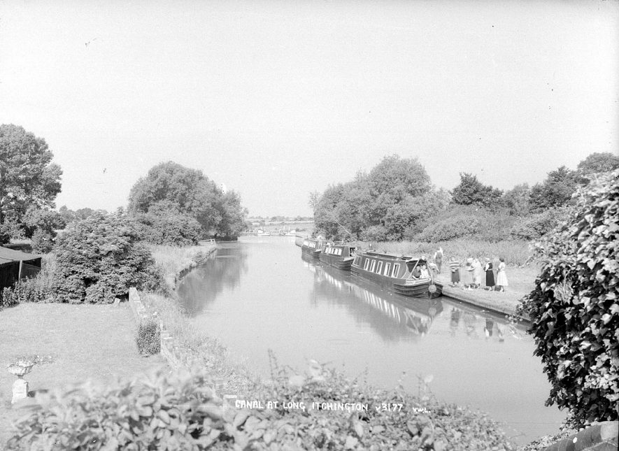 The Grand Union canal and narrow boats, Long Itchington.  1960s |  IMAGE LOCATION: (Warwickshire County Record Office)