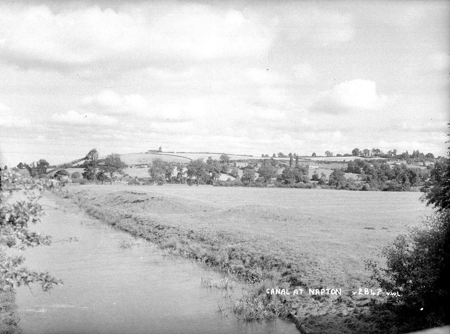 The Oxford canal and distant view of Napton on the Hill.  1950s |  IMAGE LOCATION: (Warwickshire County Record Office)