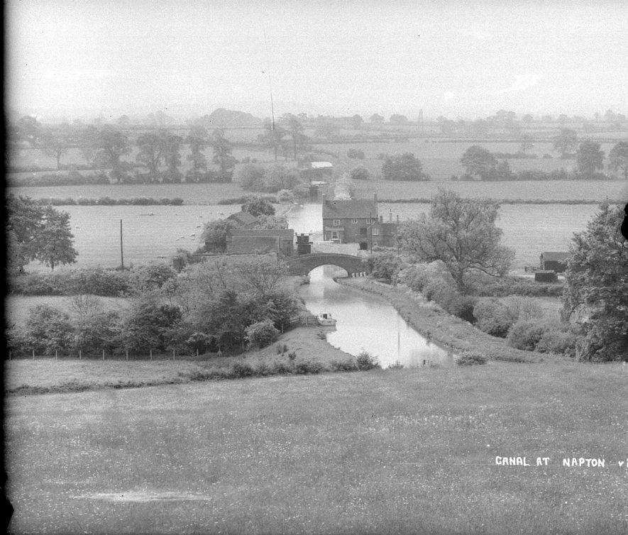 The Oxford canal passing through countryside at Napton on the Hill.  1950s |  IMAGE LOCATION: (Warwickshire County Record Office)