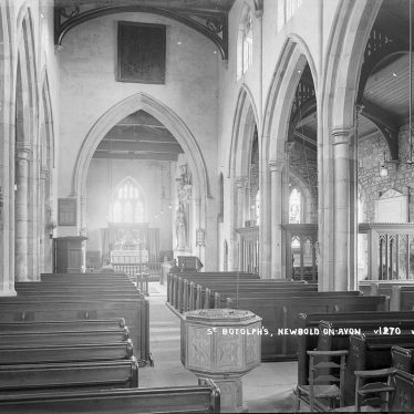 Newbold on Avon.  Church interior