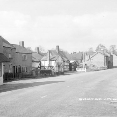 Newbold on Avon.  Village street