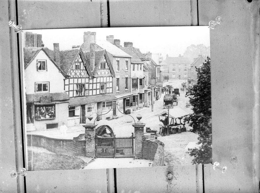 Public House, cottages and terrace houses in Alcester.  1935 |  IMAGE LOCATION: (Warwickshire County Record Office)