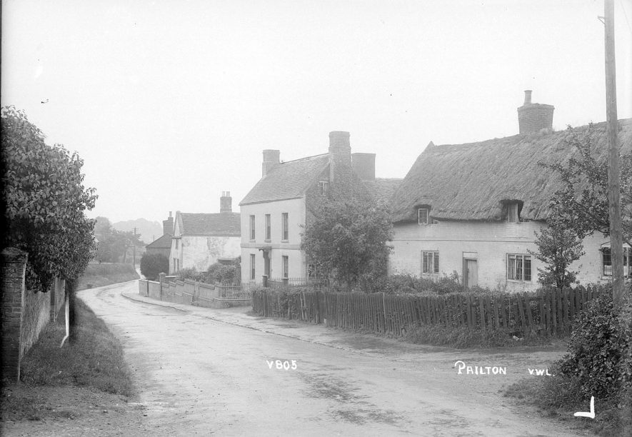 Street with cottage and houses, Pailton.  1949 |  IMAGE LOCATION: (Warwickshire County Record Office)