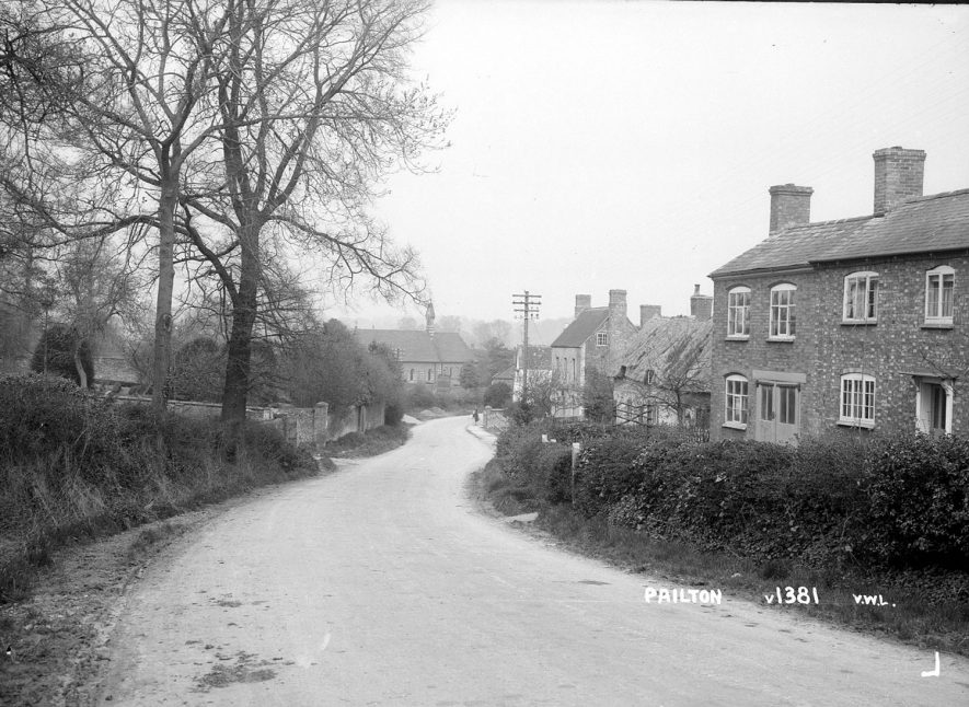 Street with cottages, Pailton.  1949    IMAGE LOCATION: (Warwickshire County Record Office)