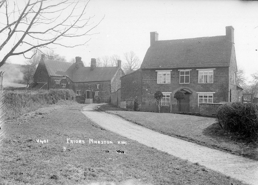 Village scene with cottages, Priors Marston.  1926 |  IMAGE LOCATION: (Warwickshire County Record Office)