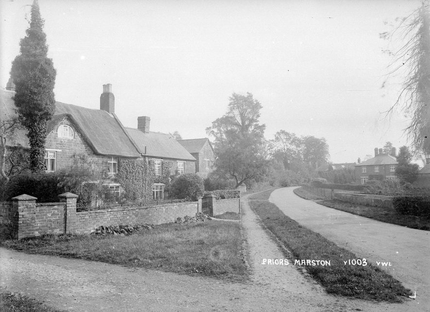 Cottages in Priors Marston.  1940s |  IMAGE LOCATION: (Warwickshire County Record Office)