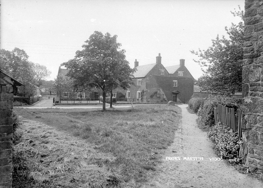 Cottages in Priors Marston.  1920s |  IMAGE LOCATION: (Warwickshire County Record Office)