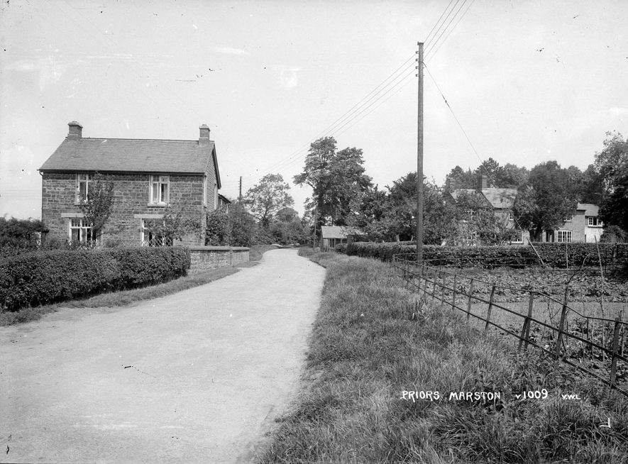 Shuckburgh Road and cottage in Priors Marston.  1920s