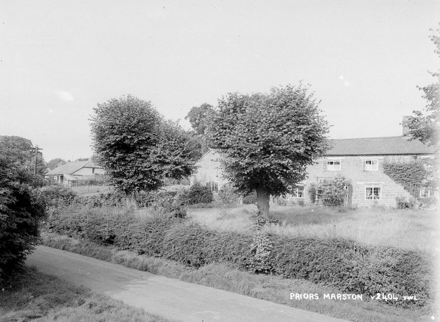 Village houses in Priors Marston.  1950s |  IMAGE LOCATION: (Warwickshire County Record Office)