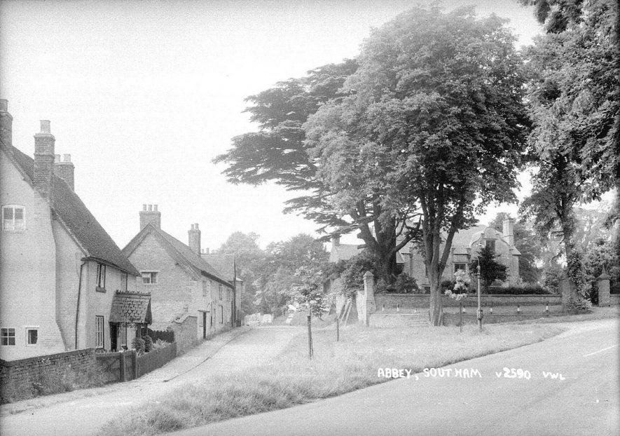 Abbey Green, Southam.  1930s |  IMAGE LOCATION: (Warwickshire County Record Office)