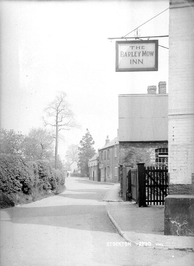 The Barley Mow Inn, Stockton.  1930s  [Looking along Post Office Road] |  IMAGE LOCATION: (Warwickshire County Record Office)
