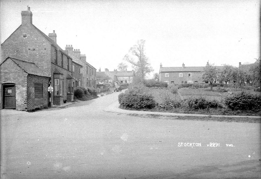 View of Stockton village looking from The Square up Mount Pleasant. 1930s |  IMAGE LOCATION: (Warwickshire County Record Office)