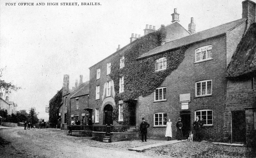 Post Office and High Street, Lower Brailes.  1900s |  IMAGE LOCATION: (Warwickshire County Record Office)