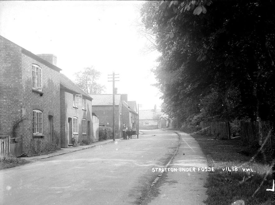 Cottages in Stretton under Fosse.  1930s    IMAGE LOCATION: (Warwickshire County Record Office)