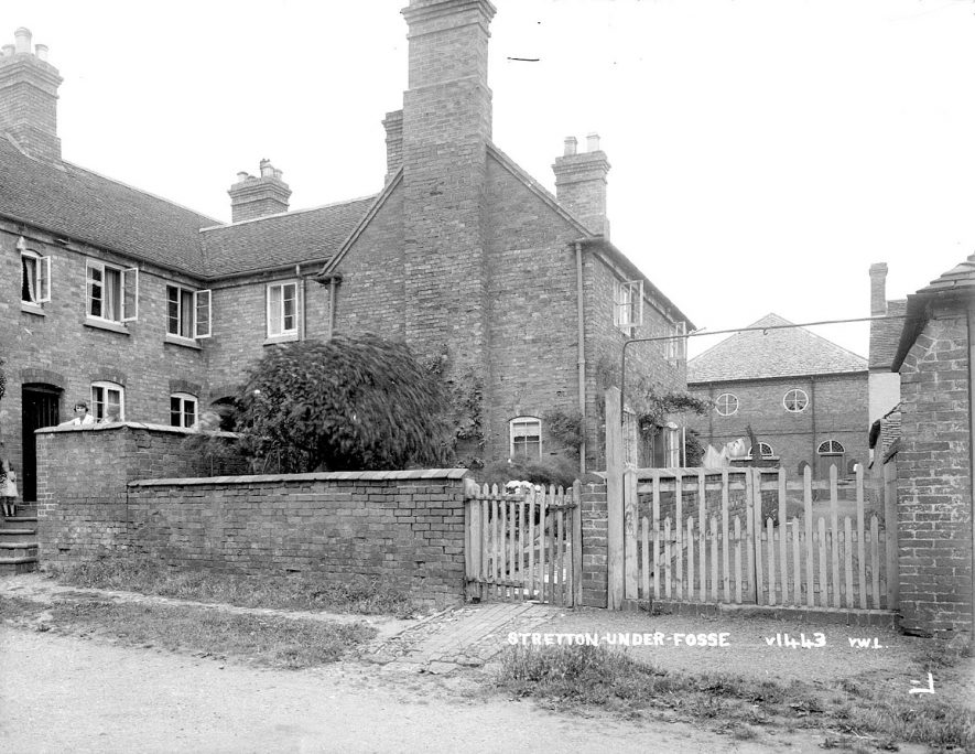A house with a possible chapel at the rear, Stretton under Fosse.  1930s |  IMAGE LOCATION: (Warwickshire County Record Office)