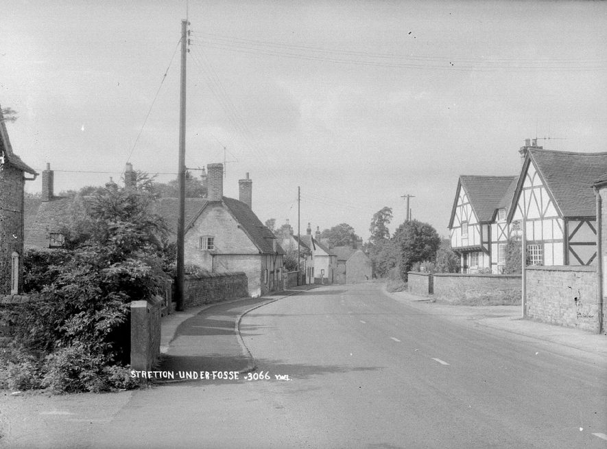 Cottages in an unidentified street in Stretton under Fosse.  1960s |  IMAGE LOCATION: (Warwickshire County Record Office)