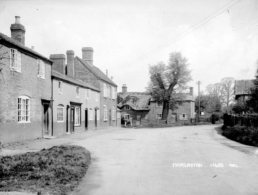 Cottages in the centre of Thurlaston.  1930s |  IMAGE LOCATION: (Warwickshire County Record Office)