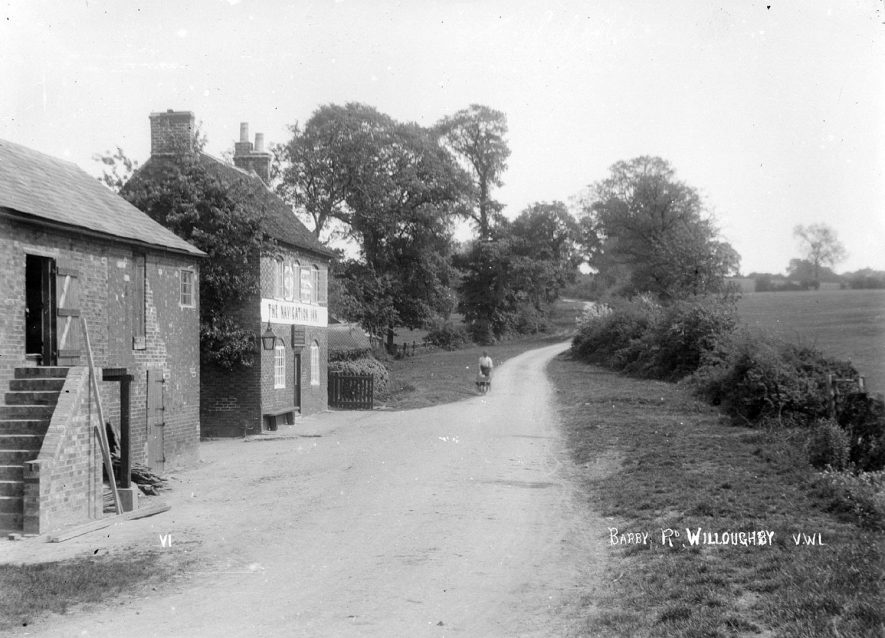 The Navigation Inn, near Willoughby.  1930s |  IMAGE LOCATION: (Warwickshire County Record Office)