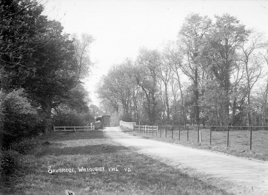 Country road at Sawbridge, near Willoughby.  1930s    IMAGE LOCATION: (Warwickshire County Record Office)