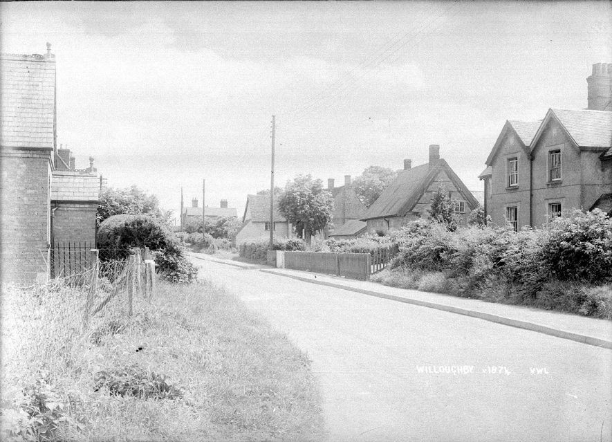 A Willoughby street with cottages and houses.  1935 |  IMAGE LOCATION: (Warwickshire County Record Office)