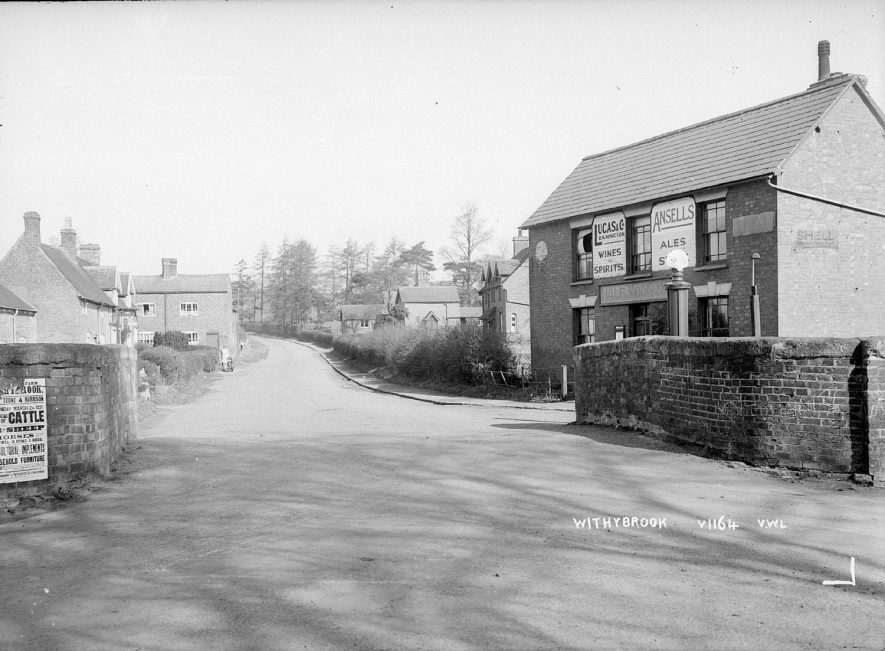 Half Moon Inn and cottages in Withybrook.  1936 |  IMAGE LOCATION: (Warwickshire County Record Office)