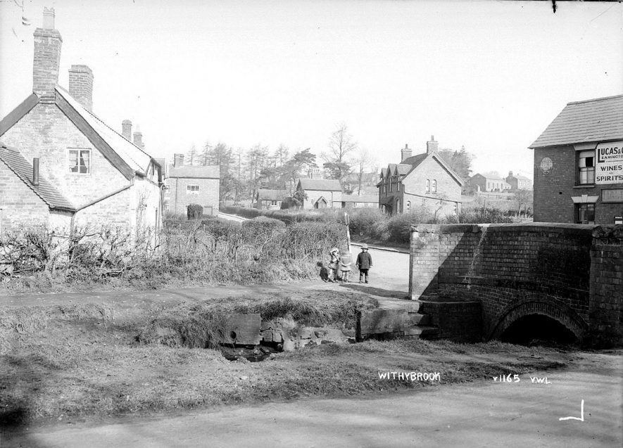 A view of  Withybrook near The Half Moon Inn.  1930s |  IMAGE LOCATION: (Warwickshire County Record Office)