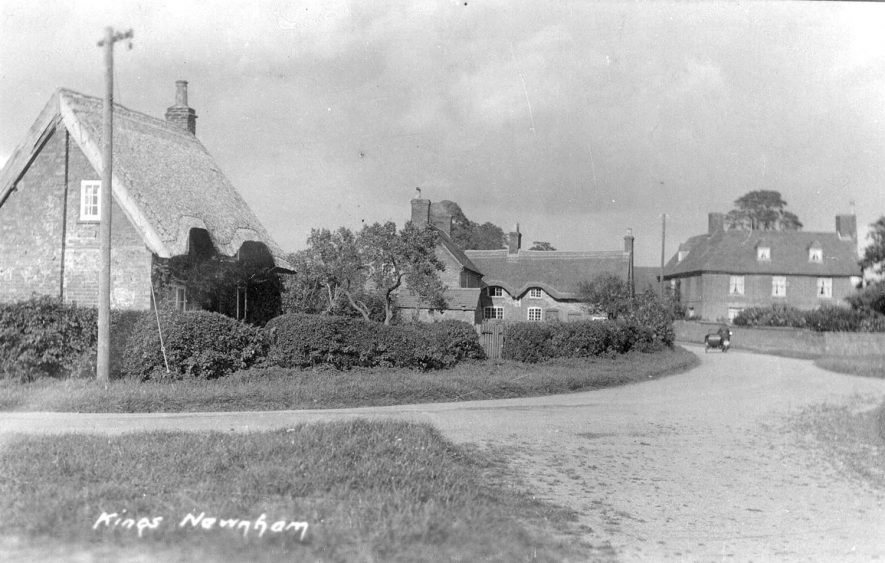 Cottages in Kings Newnham.  1930s |  IMAGE LOCATION: (Warwickshire County Record Office)