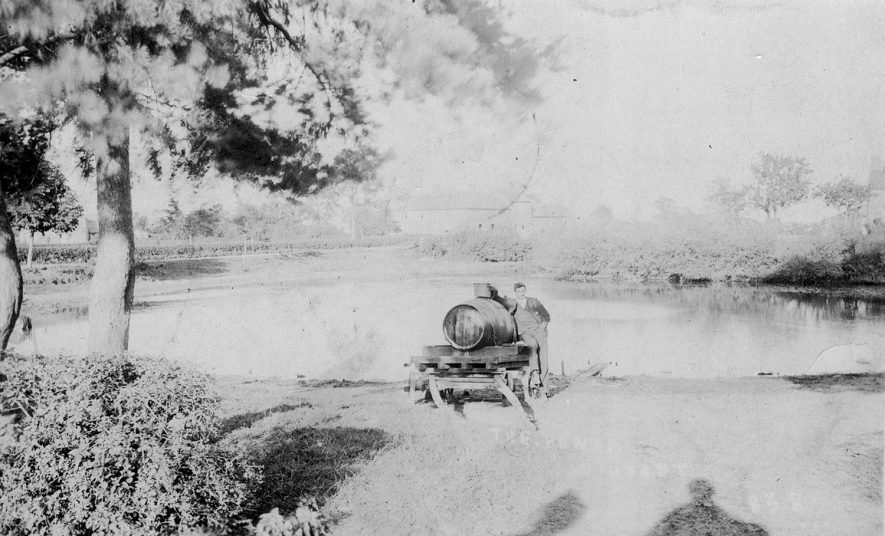 The Pond, Wibtoft.  1900s |  IMAGE LOCATION: (Warwickshire County Record Office)