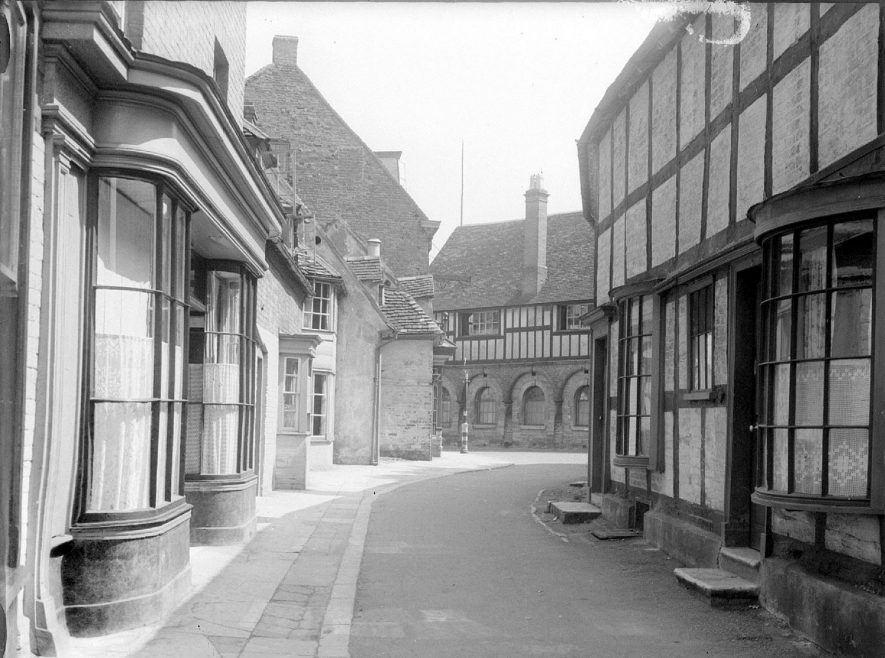 Butter Street looking towards the Town Hall, Alcester.  1930s |  IMAGE LOCATION: (Warwickshire County Record Office)