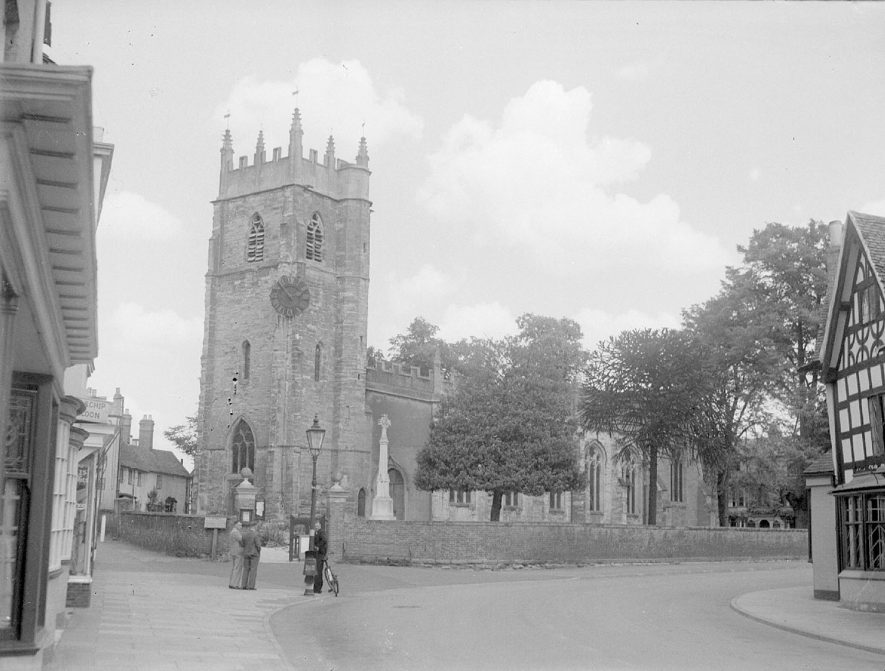 Alcester Church exterior.  1930s |  IMAGE LOCATION: (Warwickshire County Record Office)