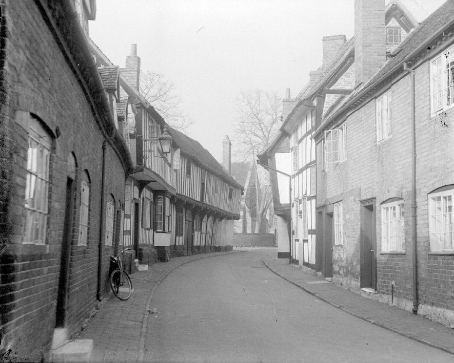 Malt Mill Lane, Alcester.  1930s |  IMAGE LOCATION: (Warwickshire County Record Office)