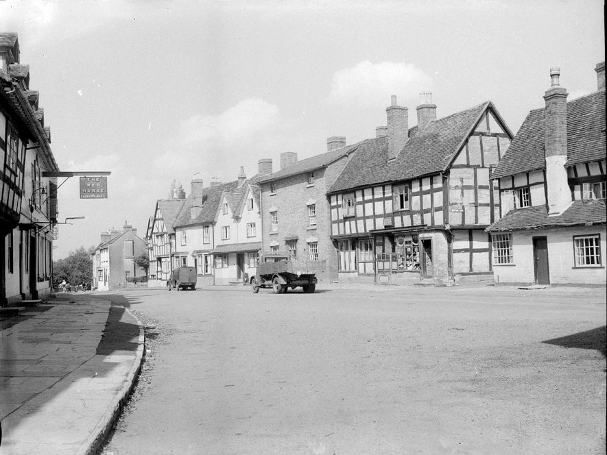 Henley Street, Alcester.  1920s |  IMAGE LOCATION: (Warwickshire County Record Office)