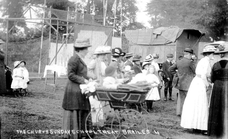 Church Sunday School Treat, showing families, perambulator and caravan, Lower Brailes.  1900s |  IMAGE LOCATION: (Warwickshire County Record Office)