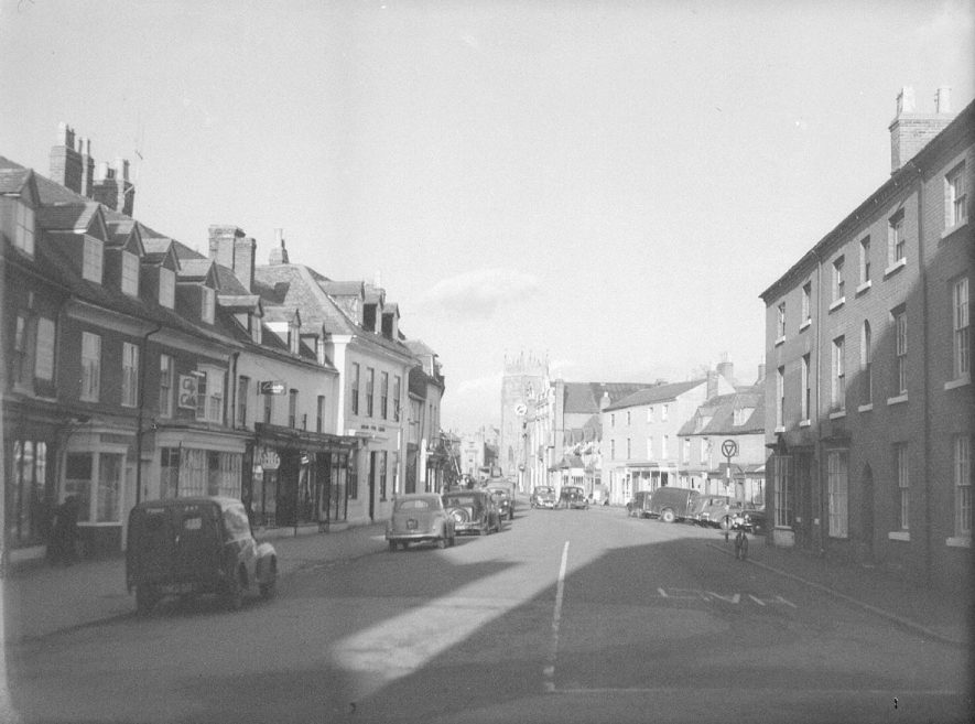 High Street, Alcester.  1930s |  IMAGE LOCATION: (Warwickshire County Record Office)