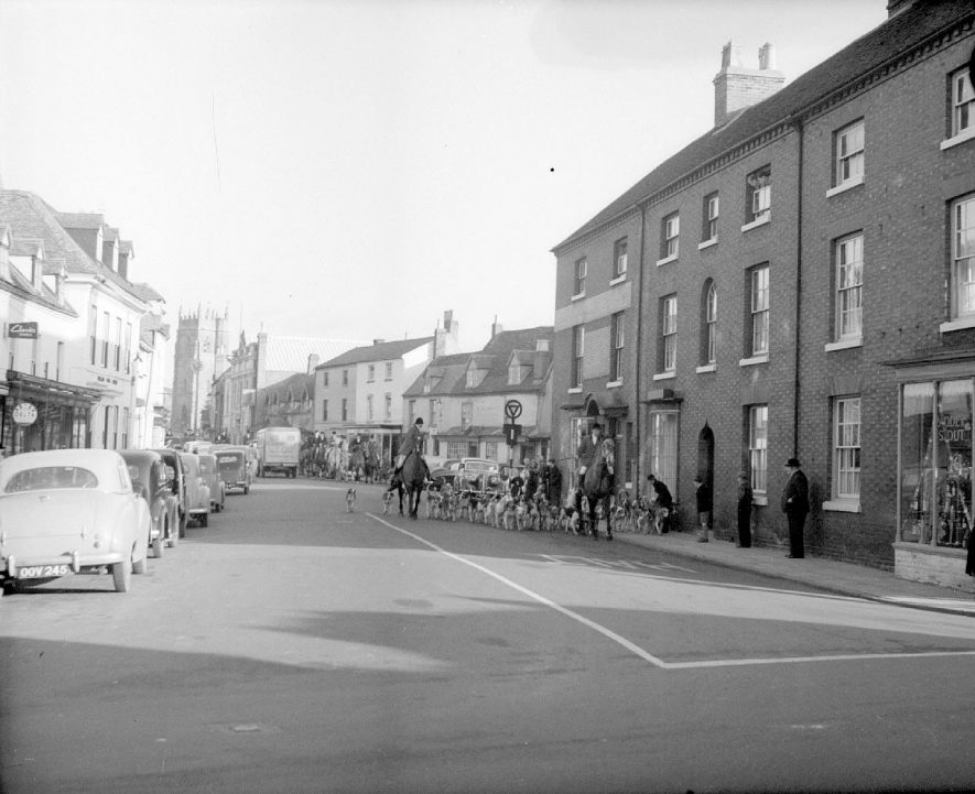 Alcester High Street with the hunt passing through.  1950s |  IMAGE LOCATION: (Warwickshire County Record Office)