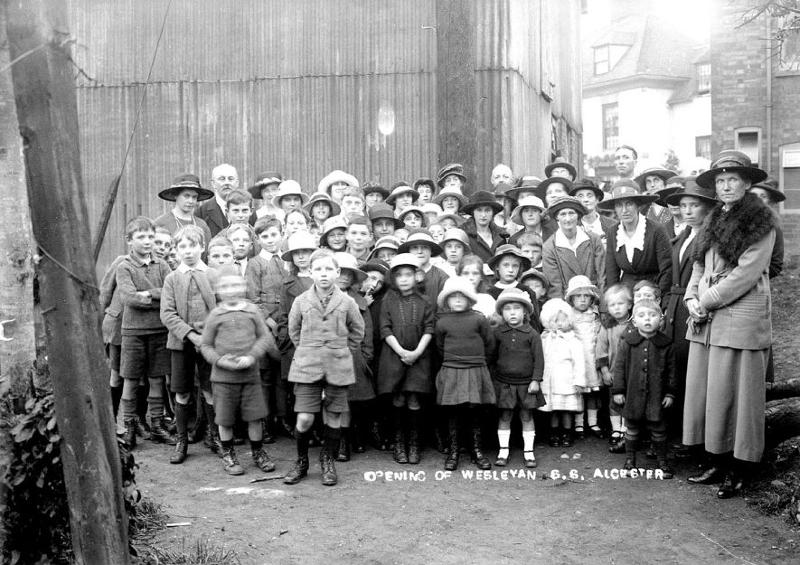 Group of children and adults at the opening of the Weslyan Sunday School in Alcester.  1910s |  IMAGE LOCATION: (Warwickshire County Record Office)
