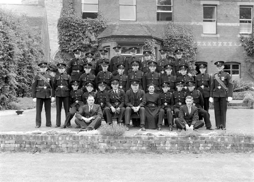 Group of men in Military uniform in the Rectory Garden, Alcester.  1930s  |  IMAGE LOCATION: (Warwickshire County Record Office)