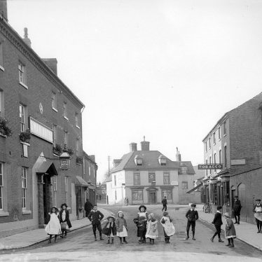 Alcester.  Swan Hotel and Globe Hotel