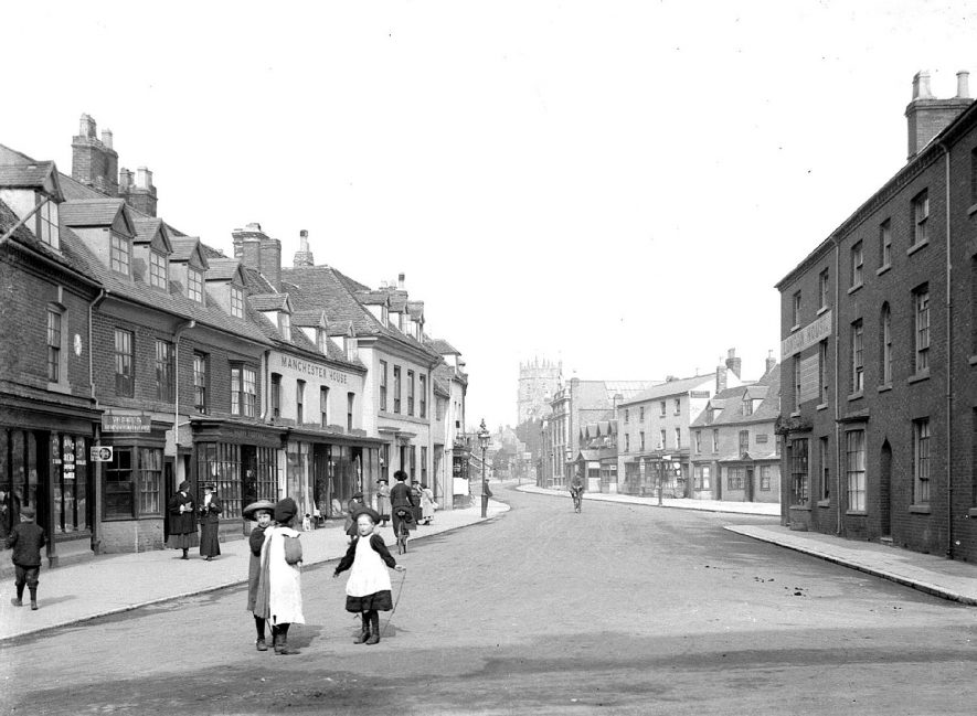 A view of Alcester High Street.  1920s |  IMAGE LOCATION: (Warwickshire County Record Office)