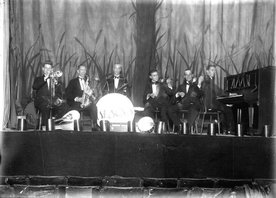 The Alauna Dance Band on stage in Alcester.  1930s |  IMAGE LOCATION: (Warwickshire County Record Office)