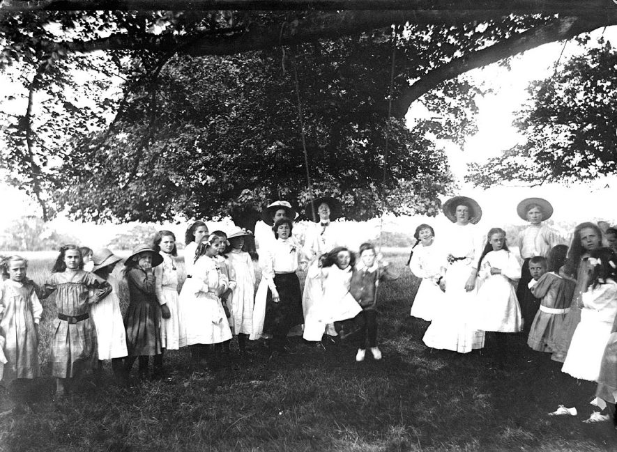 A group of children possibly a school outing in Ragley Park, Arrow.  1920s |  IMAGE LOCATION: (Warwickshire County Record Office)