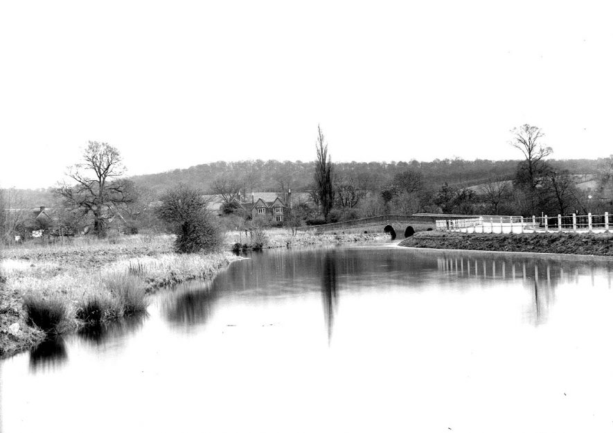 Oversley Bank, showing road bridge over the River Arrow, Arrow.  1930s |  IMAGE LOCATION: (Warwickshire County Record Office)