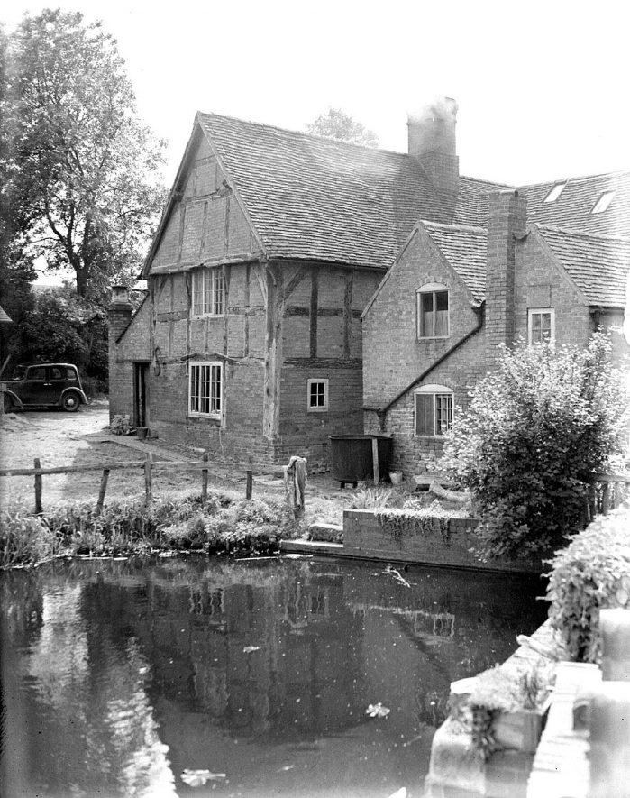 Birdingbury Mill.  1920s    IMAGE LOCATION: (Warwickshire County Record Office)