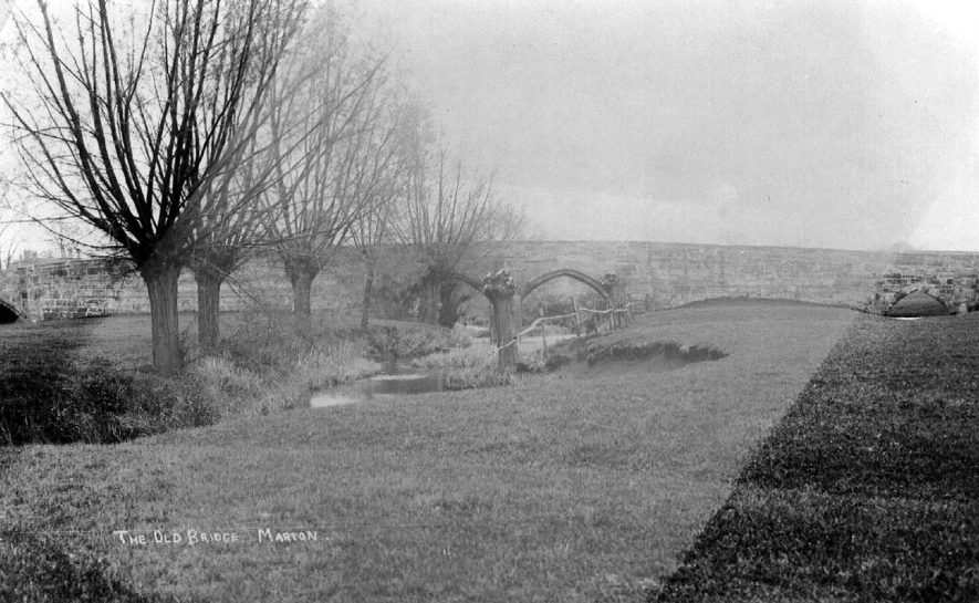 The old bridge over the River Leam at Marton.  1910s |  IMAGE LOCATION: (Warwickshire County Record Office)