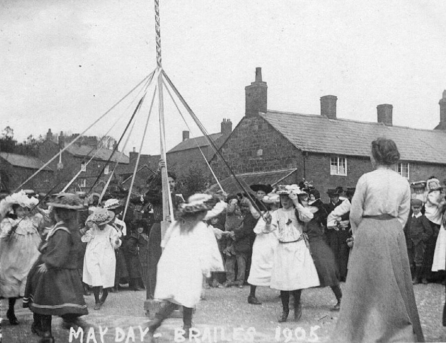 Children dancing round Maypole, Lower Brailes.  1905 |  IMAGE LOCATION: (Warwickshire County Record Office)